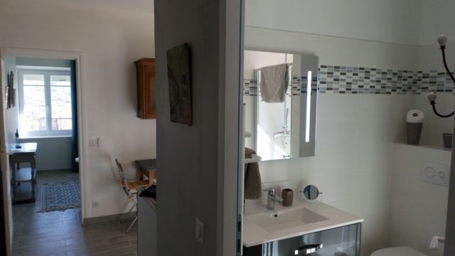 maison-jaffran-chambres-hotes-privas-ardeche-piscine-granite-cuisine-sdb